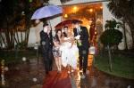 Chegada para a cerimônia debaixo de chuva
